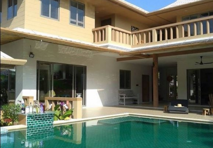 Spacious 5 BR villa 5 minutes from Naithon Beach