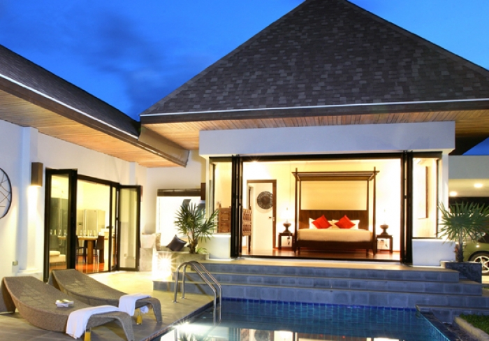 Luxury pool villa walking distance to NaiHarn beach